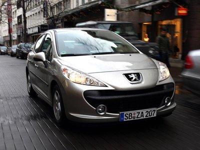 Хорошо настроенные пружины и амортизаторы Peugeot позволяют ощутить атмосферу французского комфорта.