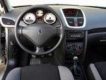 На удобных сиденьях Peugeot можно проводить довольно много времени.