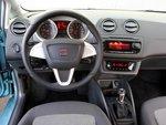 Руль Seat Ibiza удобно держать. Но управление аудиосистемой слишком мудреное.