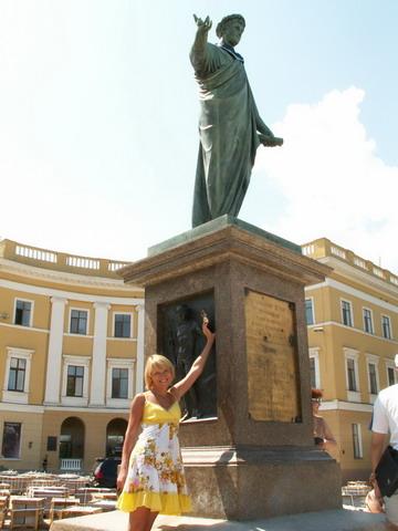 Памятник Дюку.