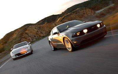 Это вовсе не мезальянс, ведь разница в стоимости Mustang GT и 370Z теперь минимальна.