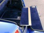При необходимости можно использовать нижнюю часть дверцы багажника в качестве столика для пикника.