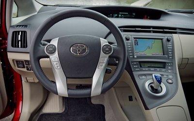 Салон Toyota Prius