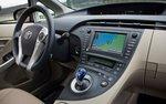 Место водителя Toyota Prius
