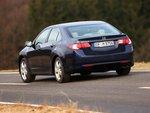 Короткая корма с маленьким багажным отделением: Honda вмещает лишь 467 литров багажа.