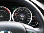 Активная система контроля положения автомобиля относительно дорожной разметки (LKAS) сигнализирует о смене полосы движения.