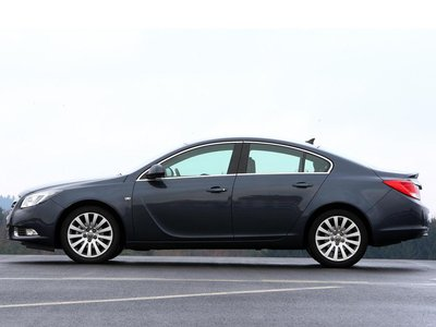 В длину Opel имеет целых 4,83 метра.