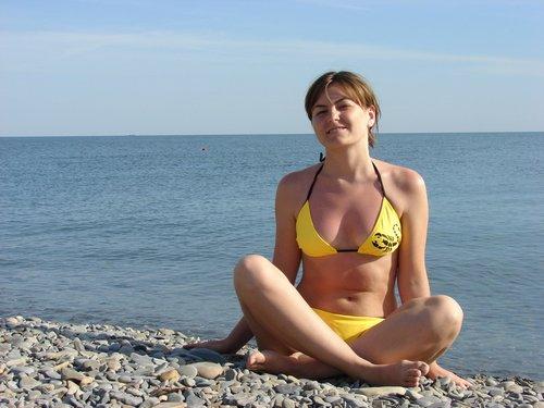 Отличный галечный пляж.