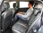 Для взрослых пассажиров места на заднем сиденье слишком мало.