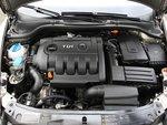 Мощный на старте двигатель TDI с насосом-форсункой довольно громко шумит.