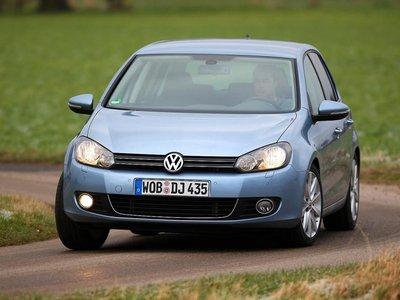 Благодаря информативности рулевого колеса VW точно управляется.