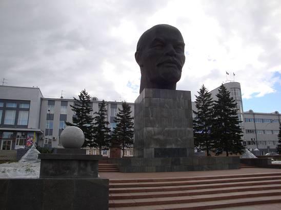Голова Ленина на центральной площади Улан-Удэ.