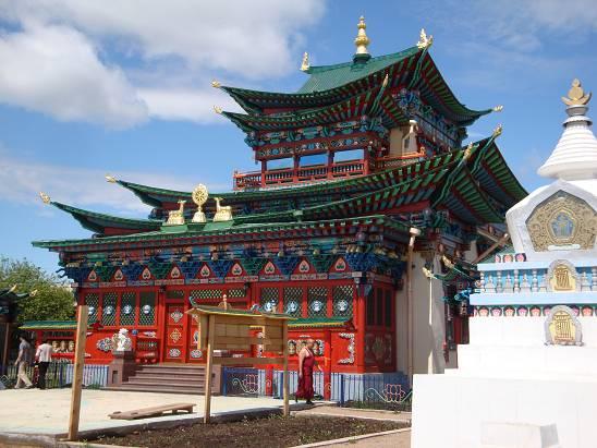 Один из храмов.