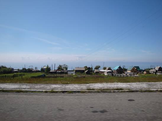 За посёлком Боярский виднеется Байкал.