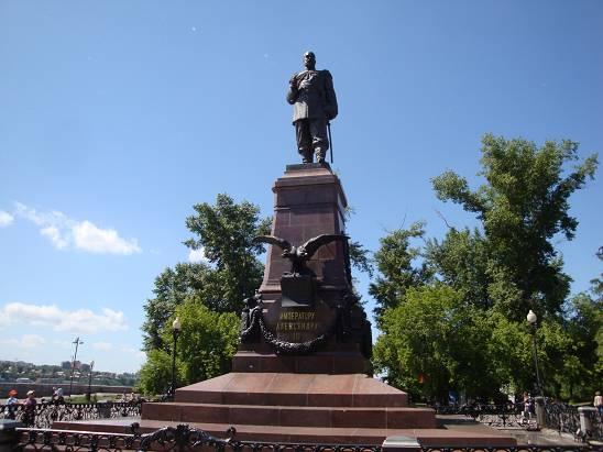 Памятник императору Александру III в Иркутске.
