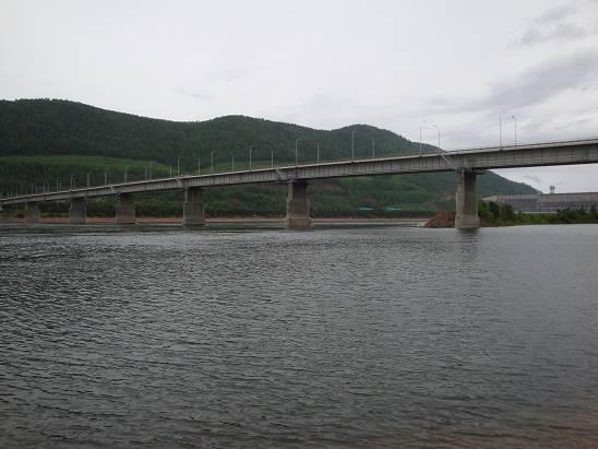 Мост через Енисей возле Красноярской ГЭС.