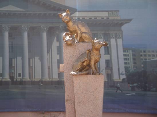 Скульптуры в центре города.