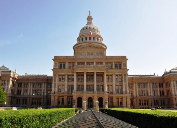 Столица штата Техас -- Остин. Как и все в Техасе, местный Капитолий имеет гигантские размеры и считается самым крупным в США, превосходя в размерах даже свой аналог в столичном Вашингтоне