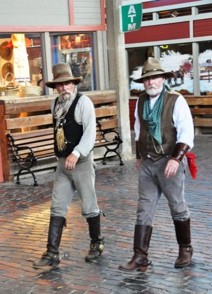 На улицах городов Техаса запросто можно встретить людей, одетых по полной ковбойской выкладке