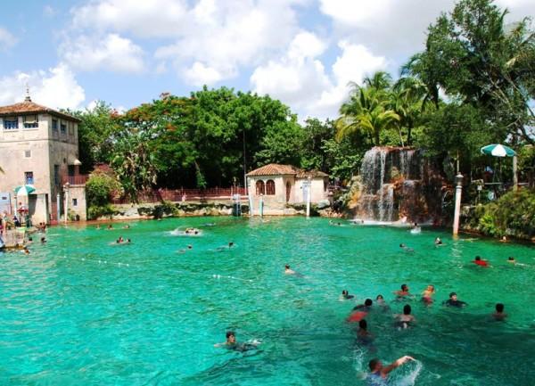Венецианский бассейн Майами носит неофициальный титул самого красивого бассейна в мире