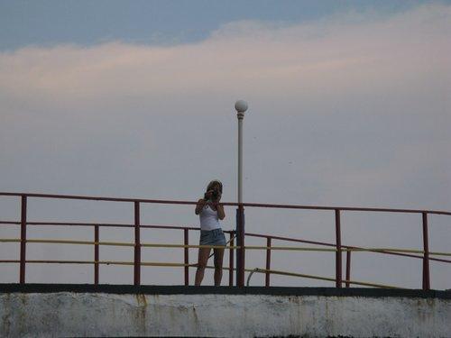 Какая-то девочка на пристани.