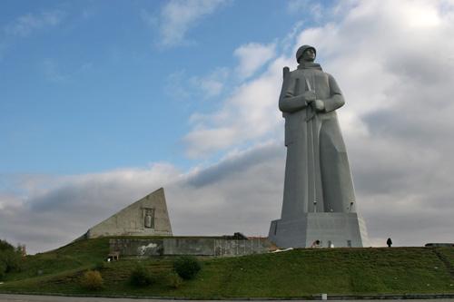 Памятник Алеше.
