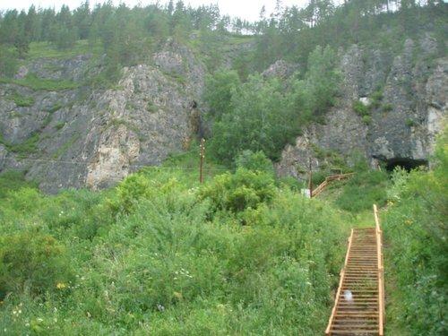 Лестница в пещеру.