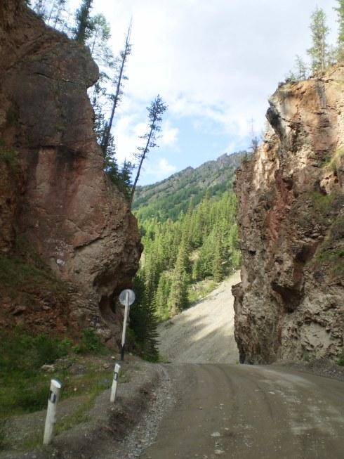 Из Новосибирска сквозь Алтай до края России на Mitsubishi Pajero (август 2009). Очень длинно и много цветных картинок.