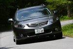 Honda AccordTourer демонстрирует завидную уверенность на дороге.