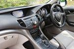 Honda AccordTourer в «средней» комплектации 24TL. Ксеноновые передние фонари, полностью автоматизированный кондиционер, круиз-контроль — в базовом оснащении. В качестве опции — навигационная система.