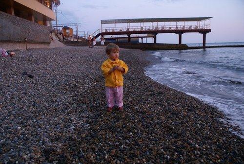 Сочи. Адлер. Вечер. Пляж пансионата «Весна».