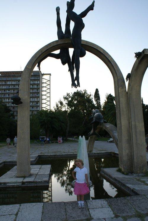 Творение молодого Зураба Церетели (то, что выше, а ниже мое творение).