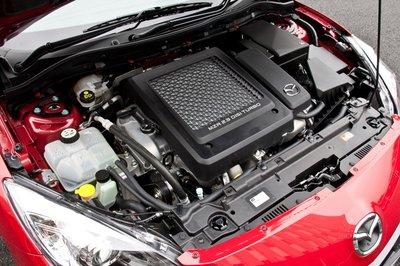 Спортивная модель Mazdaspeed Axela получила турбированный двигатель объёмом 2,3 литра, развивающий максимальную мощность 264 л.с. и максимальный крутящий момент 38,7 кг-м, 6-ступенчатую механическую коробку передач с высоким передаточным числом, резину Dunlop и 18-дюймовые колёсные диски такого же дизайна, как на Mazda RX-8.