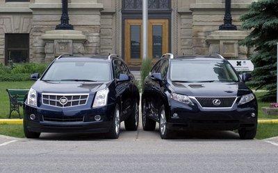 Cadillac SRX и Lexus RX 350. Вид спереди