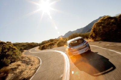 Именно в таком ракурсе большинство водителей Genesis будут наблюдать Mazdaspeed3.