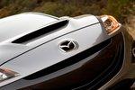Противоречивый «рот» у тройки из семейства Mazdaspeed выглядит вполне уместно.