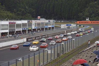Следующие три гонки прошли в рамках кубка Meister, причем все они уложились в один час с перерывом не более пяти минут.