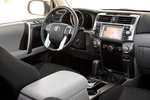 Заимствование деталей интерьера у FJ Cruiser обеспечивает улучшенное место водителя и более внятные органы управления различными системами.