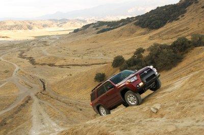 Высокотехнологичная система стабилизации Toyota на базе ABS позволяет 4Runner забираться туда, куда и пешком не подняться.