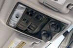 Как и в FJ Cruiser, управление системой 4WD расположено на верхней консоли над зеркалом заднего вида.