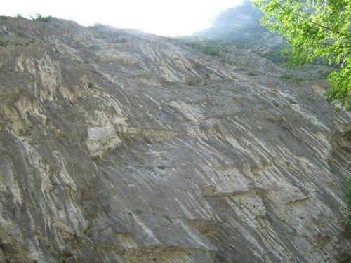 Отвесная скала. Высота около 60м.