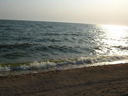 На Азовском море волны.