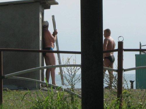 Туалет в Абхазии. Переносная дверь.