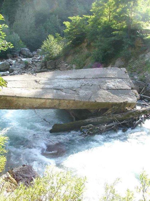 Взорванный мост.