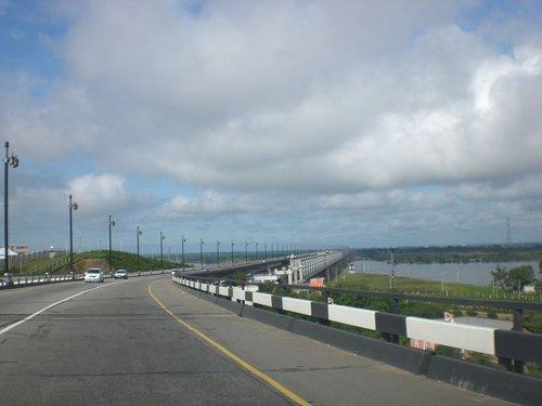 Мост через Амур. Справа видна строящаяся вторая очередь. Жалко, что только для железнодорожных составов — автомобили будут ездить как и сейчас.