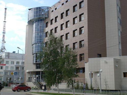 Здание «Сургутнефтегаза» на улице Орджоникидзе.