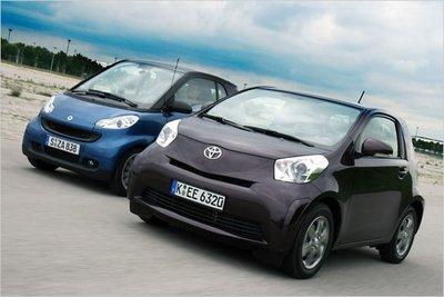 Smart Fortwo против Toyota iQ: мы сравнили обе городские малолитражки.