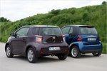Снаружи практически незаметно, что iQ четырехместный автомобиль, а Smart — двухместный.