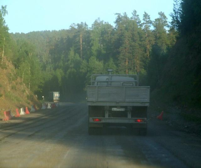Разбитые и неухоженные дороги через Уральские горы встречали нас на протяжении всего пути по области за исключением двух участков: 20 км до г. Сатка и въездная дорога в Челябинск.