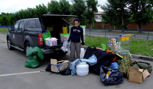 В Новосибирске мы сделали последнюю закупку продуктов перед въездом в Монголию. Не переживайте — всё это, и еще две канистры дизельного топлива и рюкзак нашего друга Лёвы поместились в багажник Наварыча!